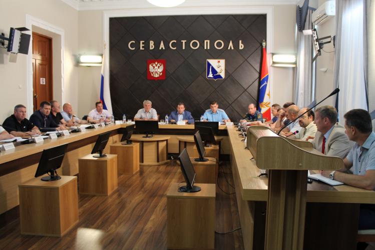 В Севастополе ликвидируют последствия стихии