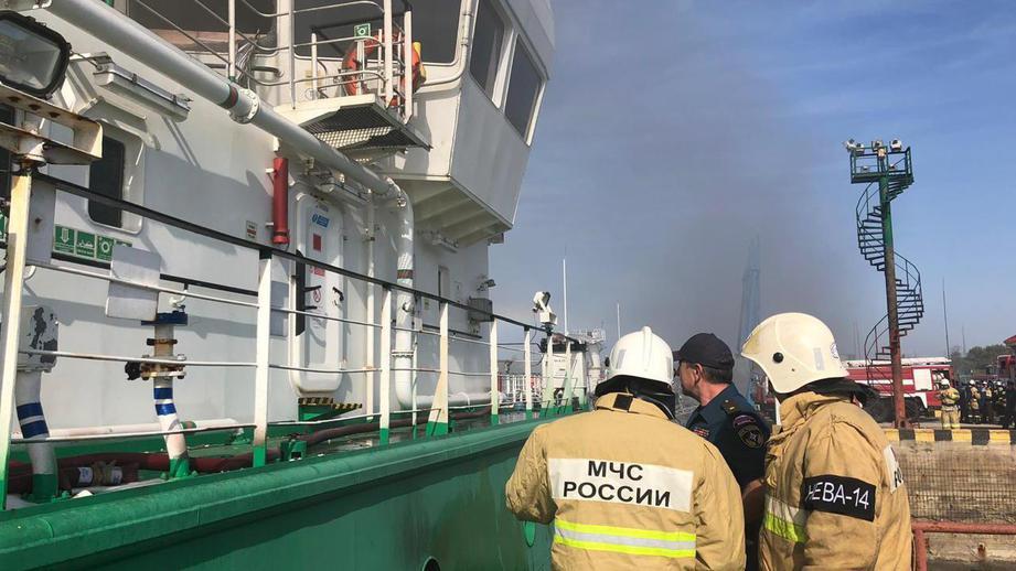 Взрыв на танкере в порту Махачкалы: один человек получил 95% ожогов тела