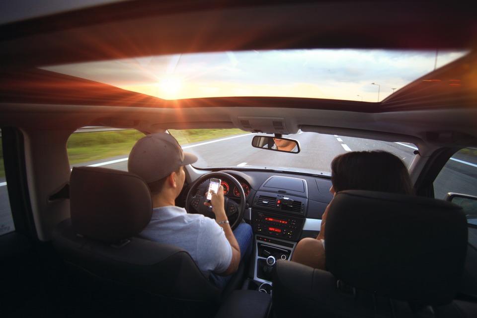 Скоростной лимит на российских дорогах могут увеличить до 130 км/ч