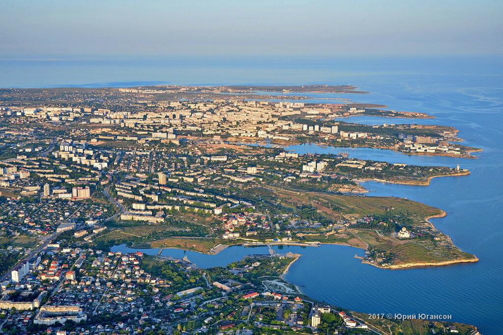 Превышенная концентрация нефтепродуктов: пляж «Хрустальный» закрыли из-за грязной воды