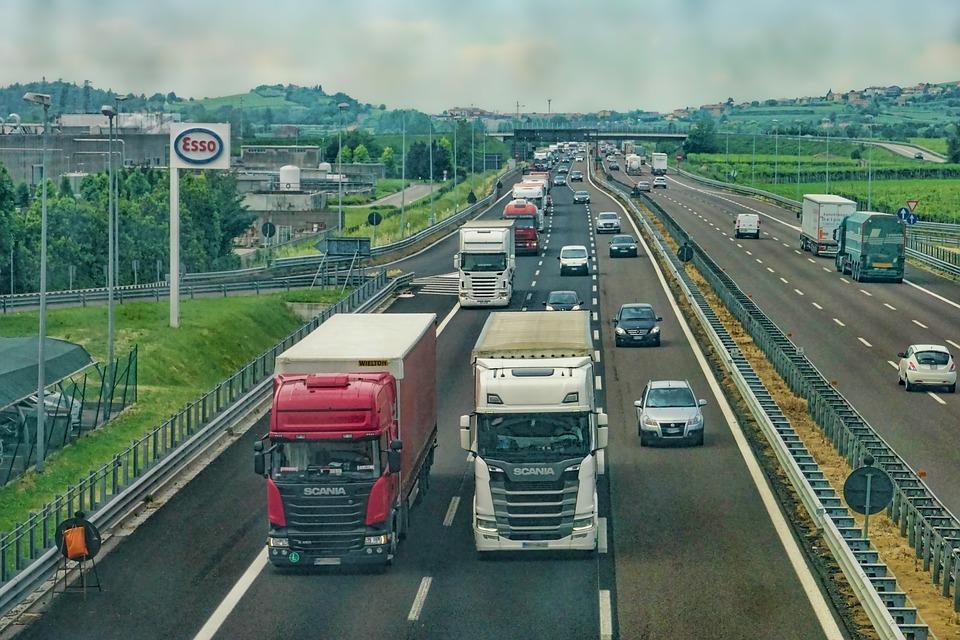В Севастополе ввели запрет на движение тяжелогрузов по дорогам в жару