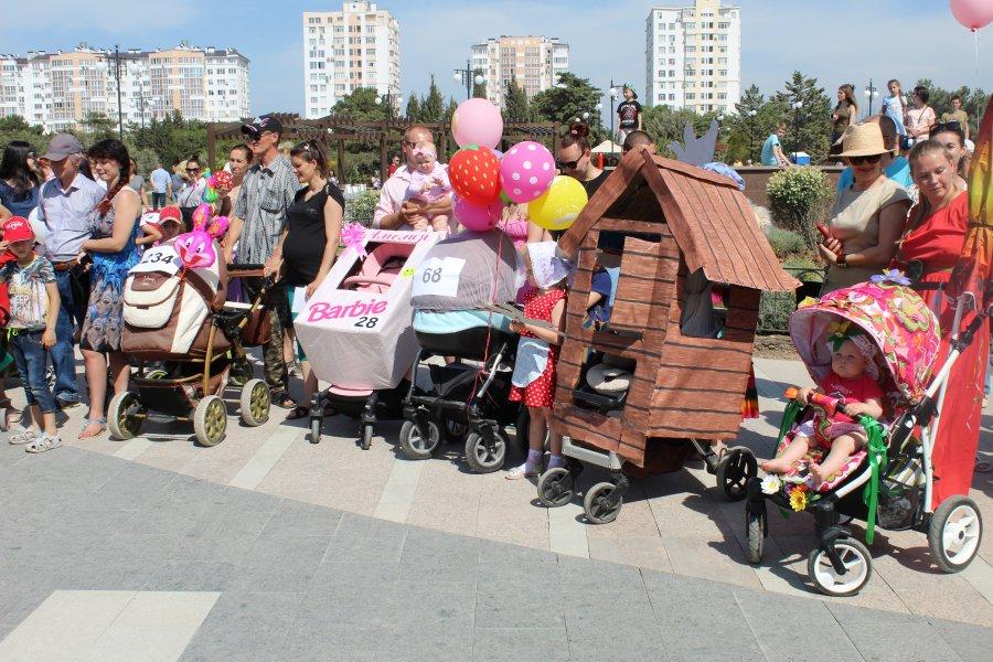 Севастопольский парад колясок стал рекордным