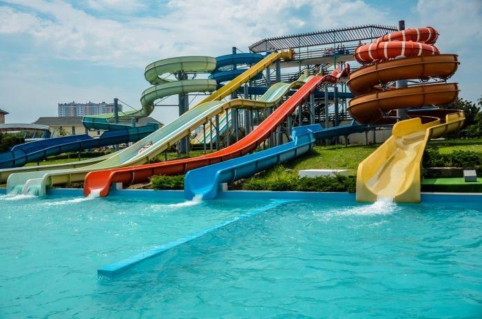«Привет, каникулы!»: севастопольские дети встретили лето в аквапарке «Зурбаган»