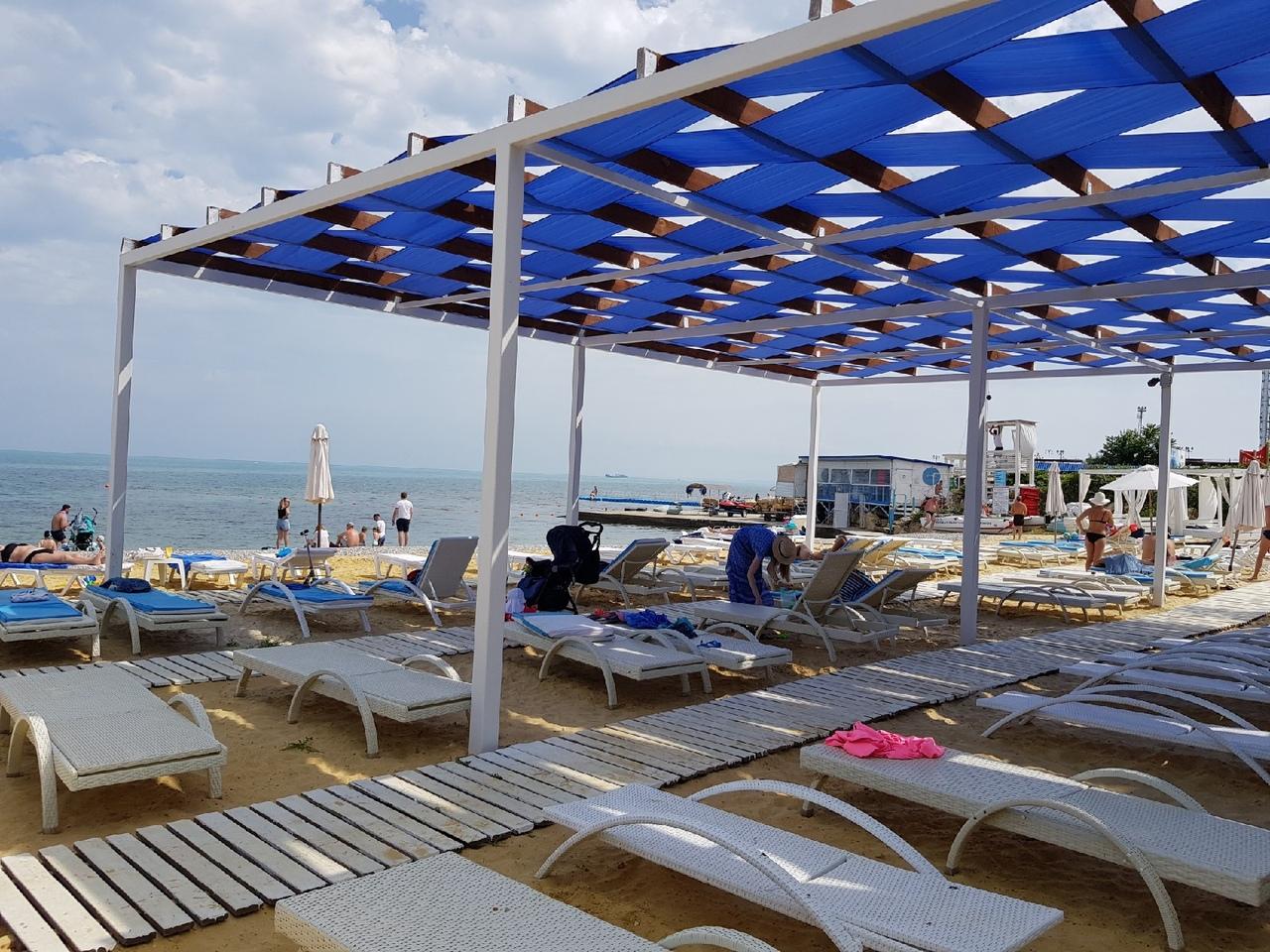 Отдыхающие поделились впечатлениями о пляже «Аквамарин» в Севастополе