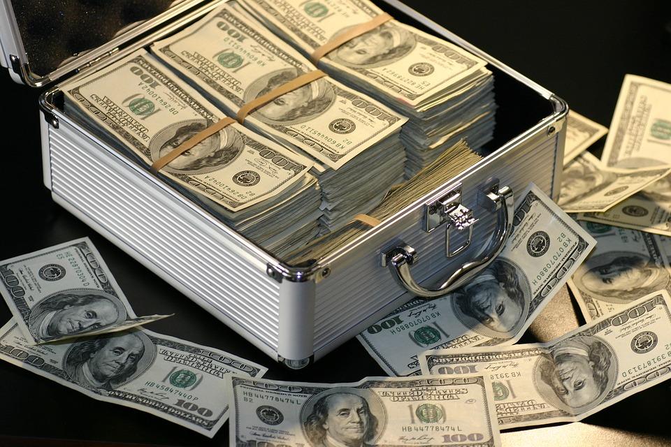 Россияне представили, как потратили бы миллион долларов