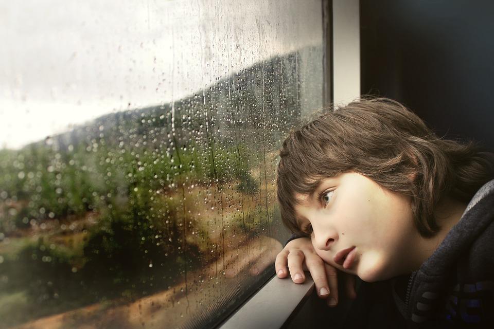 С 12 июня в России изменится порядок выезда детей за границу