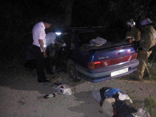 Ночное ДТП в Крыму: водителя деблокировали спасатели