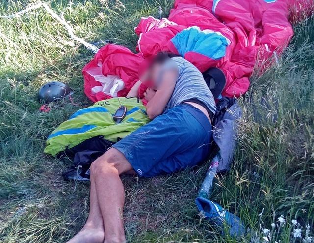 Парапланерист упал с высоты 60 метров и пролежал 2,5 часа в Крымских горах с травмой позвоночника
