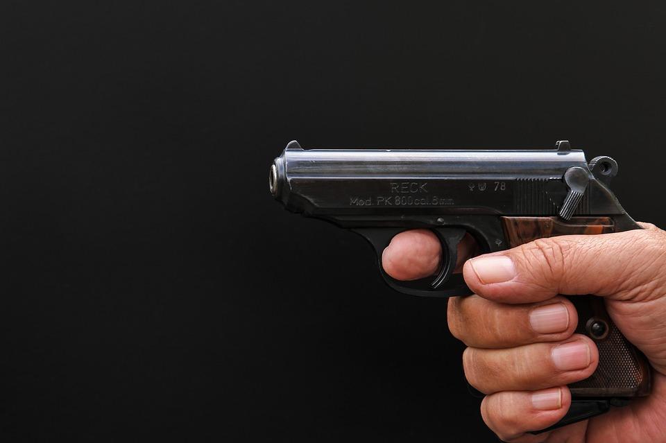 Крымчан призвали сдать оружие за вознаграждение