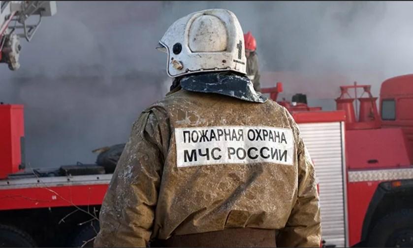В Крыму на территории базы отдыха произошел крупный пожар