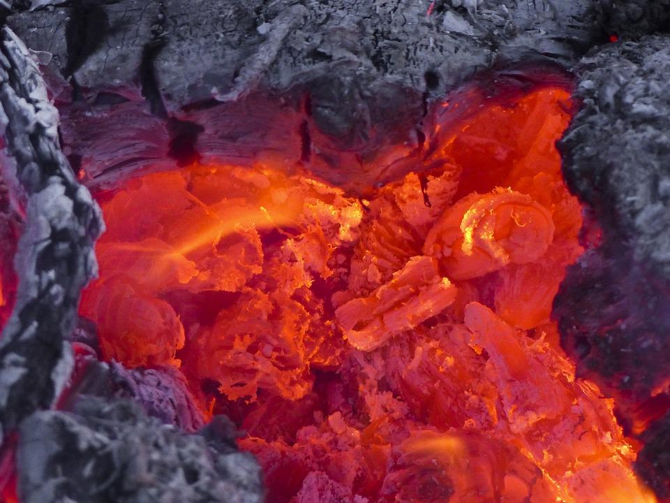 В Крыму горит горный массив