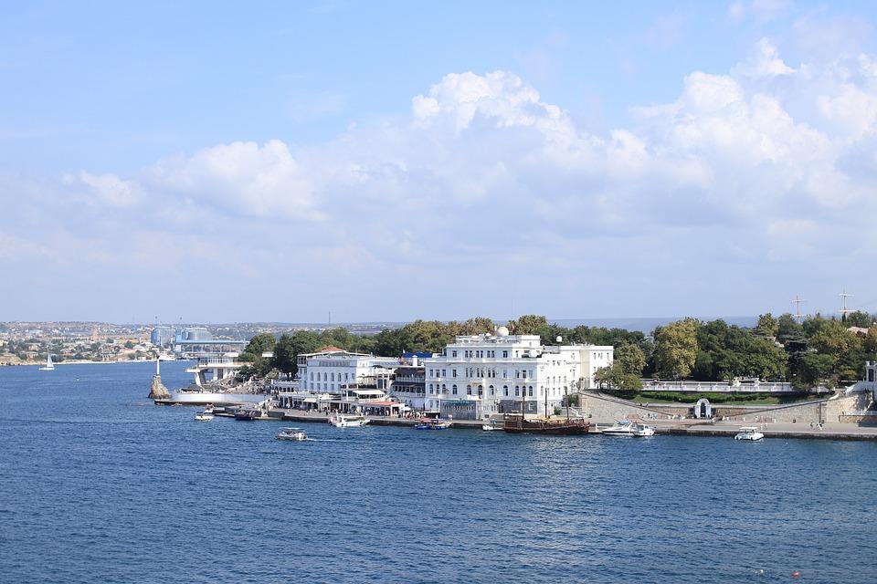 Севастопольский «Водоканал» сливает сточные воды в акваторию Артбухты