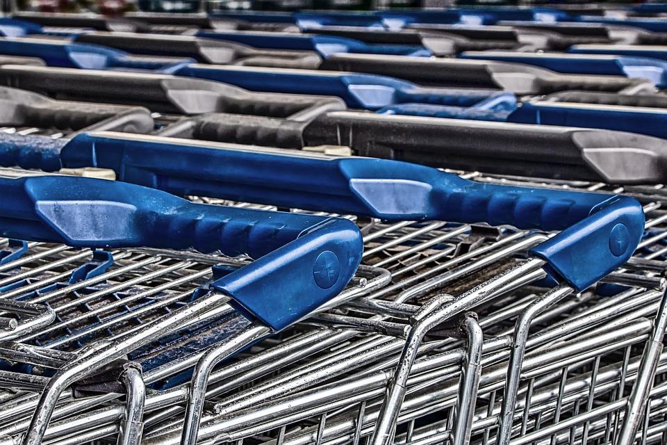 У крымчанки украли сумки из камеры хранения в супермаркете