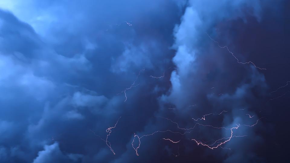 Ливни, грозы, град: в ближайшие два часа на Крым обрушится непогода