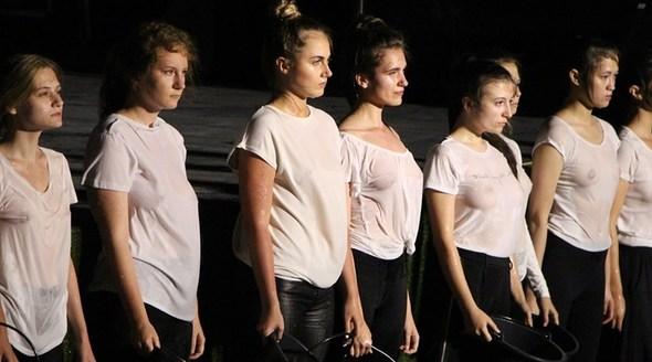 На форуме «Таврида» в Крыму показали спектакль с однополыми поцелуями