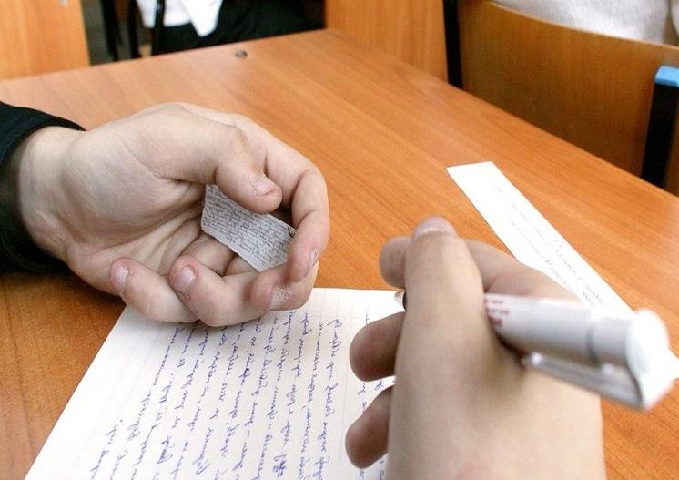 Севастопольский школьник попался на шпаргалке в ходе сдачи ЕГЭ