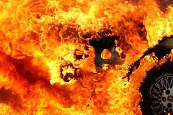 В Крыму на ходу загорелся автомобиль