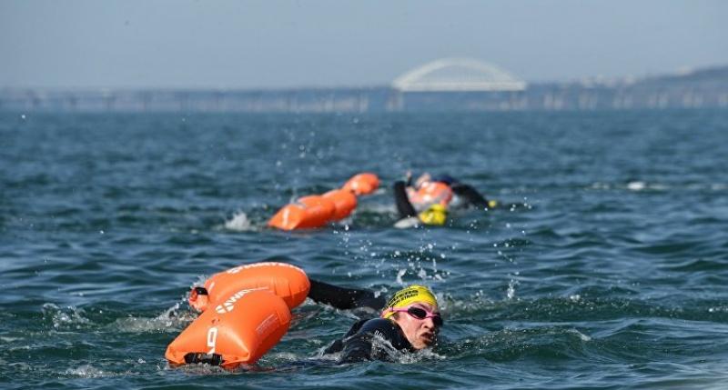 «Я переплыла Керченский пролив!»: 62-летняя англичанка проплыла от Тамани до Крыма