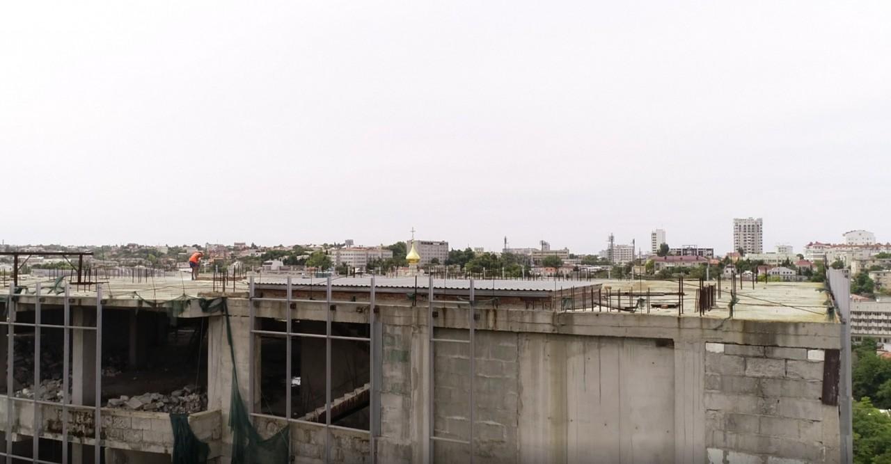 В Севастополе начался демонтаж верхних этажей ТЦ «Диалог»