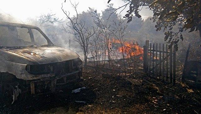 В Крыму горящая трава сожгла УАЗ Патриот