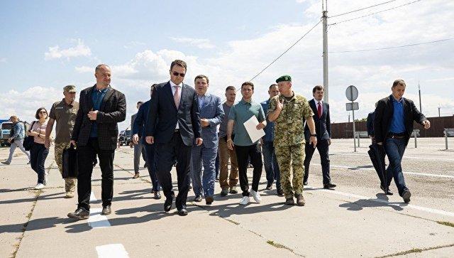 Зеленский провел совещание на крымской границе