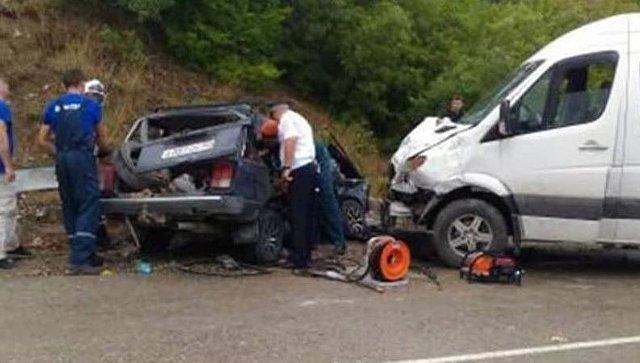 В страшной аварии на крымской трассе погиб человек