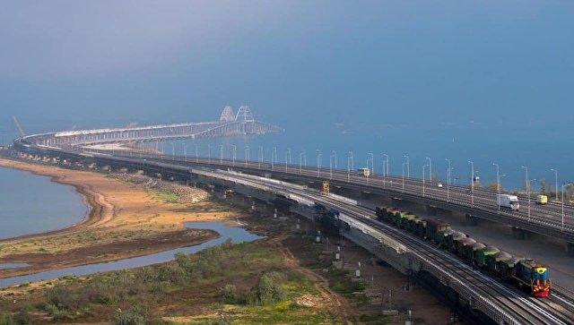По Крымскому мосту поехали поезда