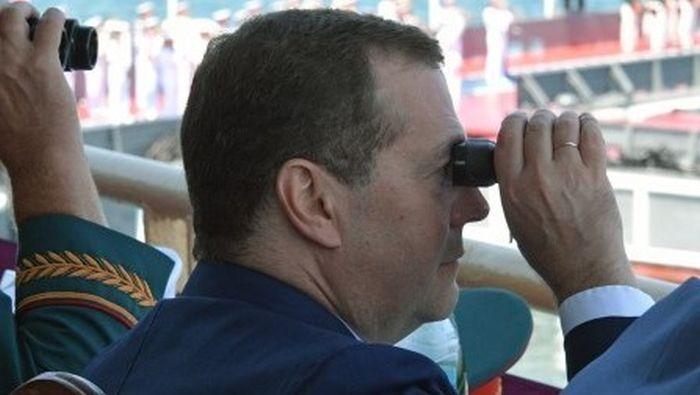 Дмитрий Медведев приехал в Севастополь на День ВМФ