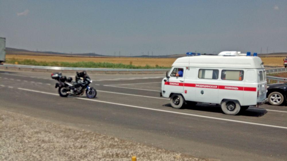 На трассе «Таврида» столкнулись мотоцикл и КамАЗ