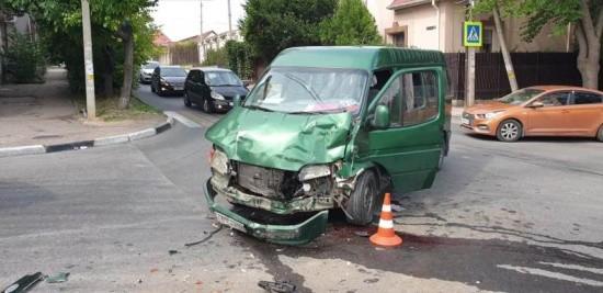 В Севастополе в ДТП с микроавтобусом и иномаркой пострадали дети