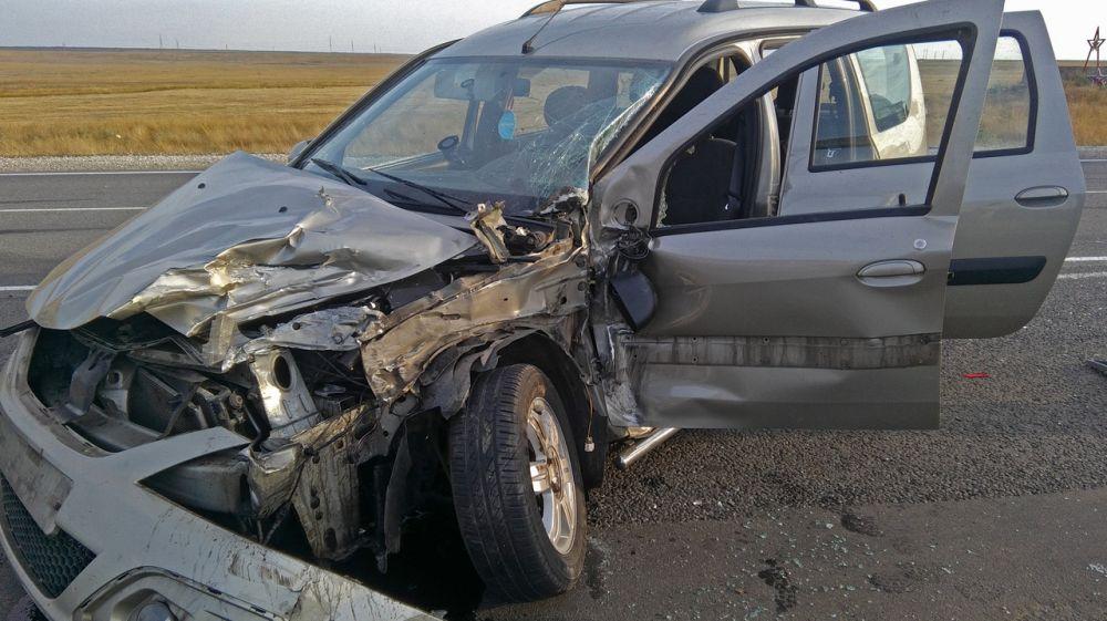 Утреннее ДТП: на трассе «Таврида» столкнулись грузовик и «LADA»