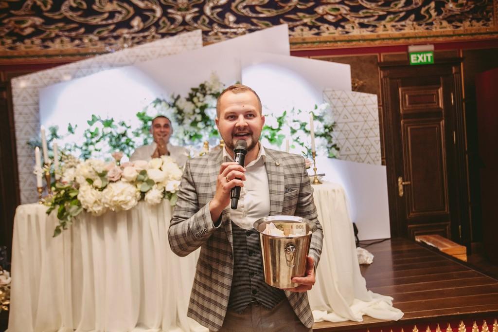 Свадебный фотограф, тамада, директор парка аттракционов: в Раде — новые персонажи