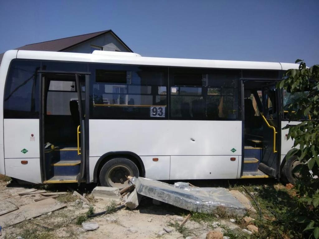 «Женщина вылетела через открытую дверь»: подробности аварии с автобусом в Севастополе