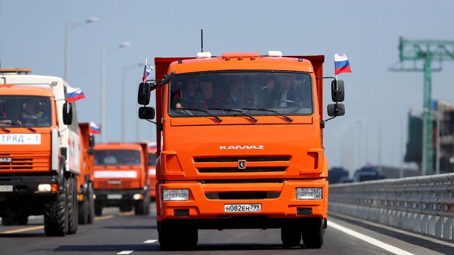 Зеленскому разрешили проехать по Крымскому мосту на КамАЗе