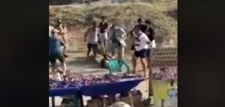 Набросились толпой: в Крыму избили туриста, не заплатившего за фото с орлом
