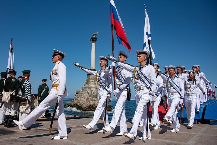 В День ВМФ в Севастополе произошла драка между двумя женщинами