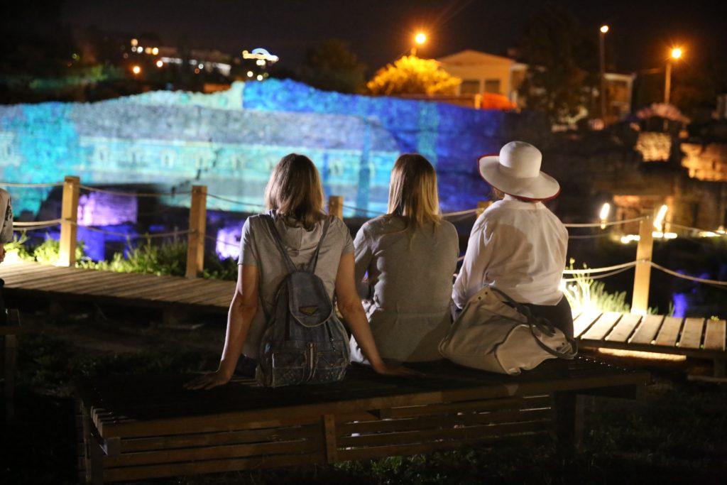 В Херсонесе проводят бесплатные вечерние экскурсии