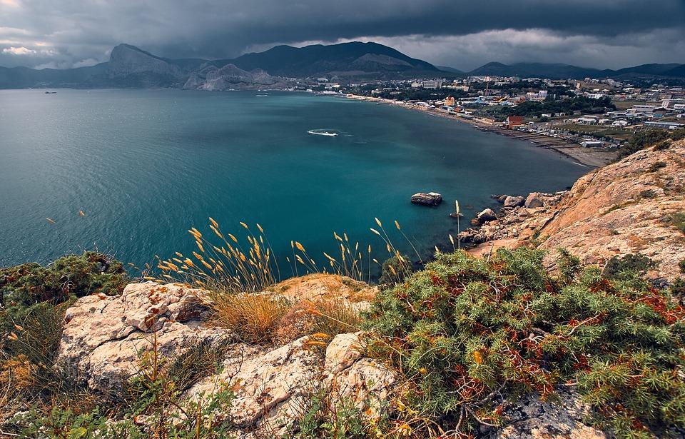 Возле крымского пляжа прорвало коллектор – купаться нельзя