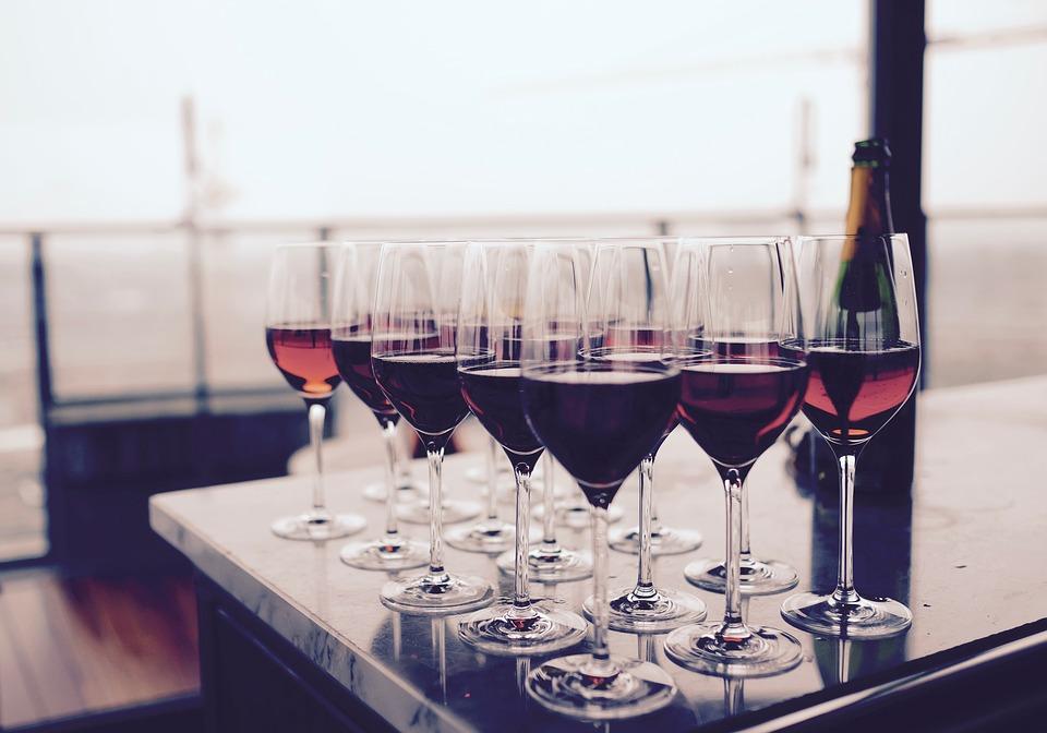 В России планируют почти вдвое поднять акцизы на вино — СМИ
