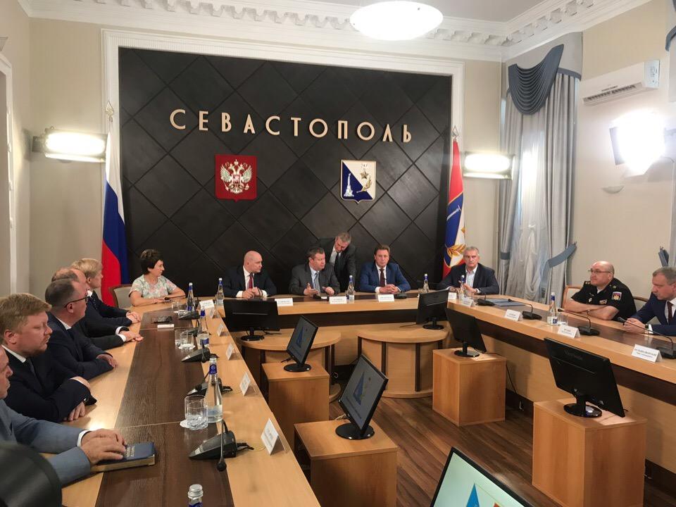 В Севастополе представили нового главу города