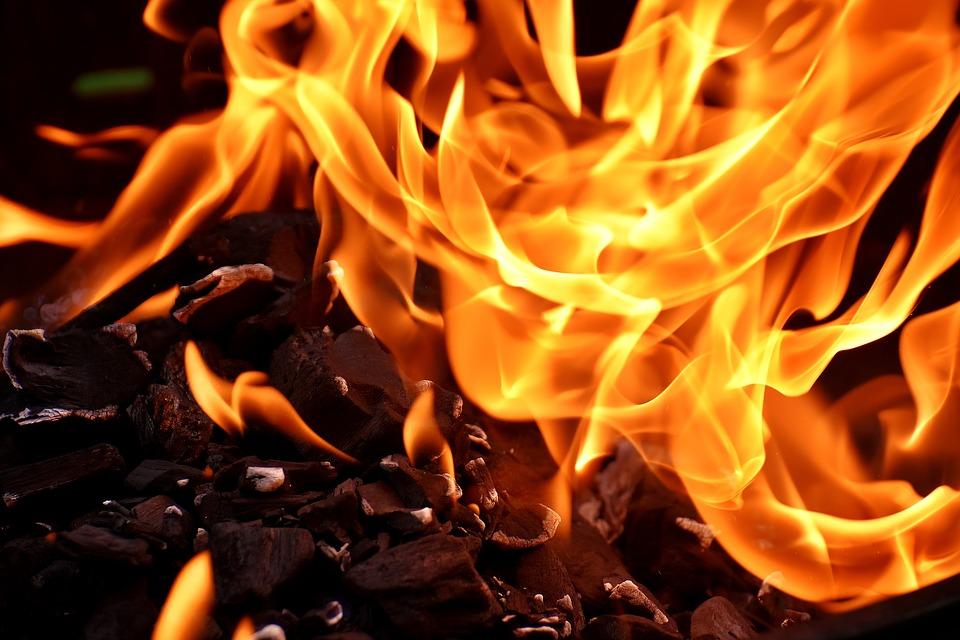 При пожаре в Симферополе спасли беременную женщину
