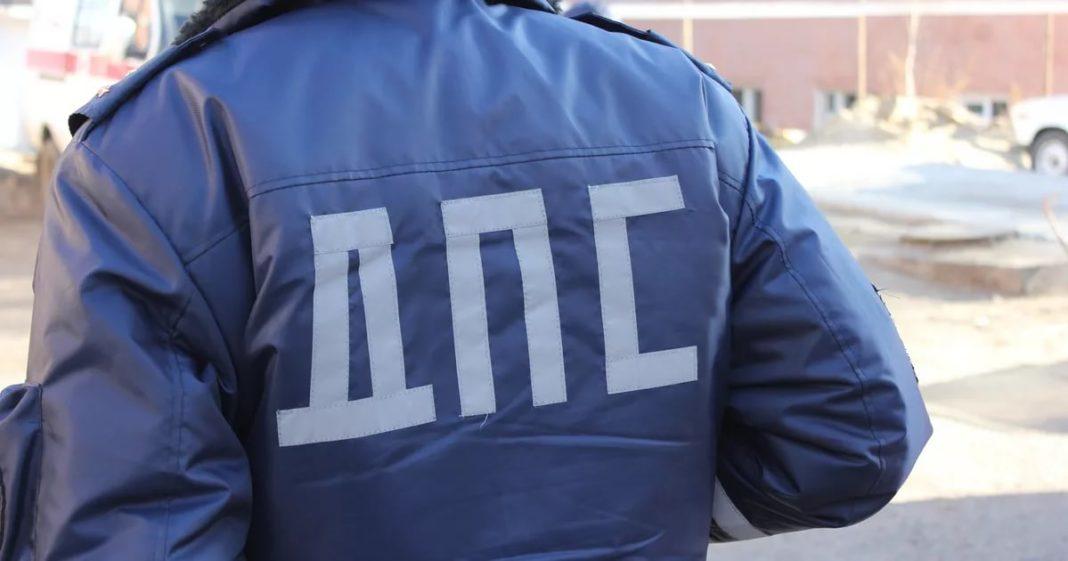 На крымской трассе мотоциклист вылетел на «встречку» и врезался в автомобиль