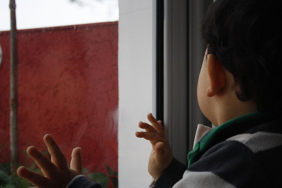 В Крыму ребенок выпал из окна пятого этажа
