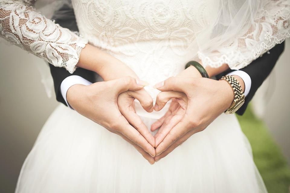 Сотрудники ЗАГСов рассказали, какие свадебные традиции уходят в прошлое