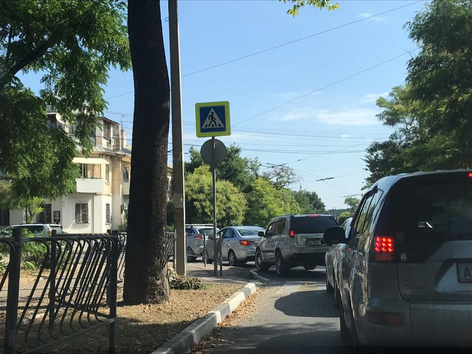 Севастополь замер в пробке из-за ремонтных работ
