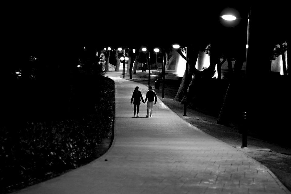В Севастополе ловили гуляющих по ночам подростков