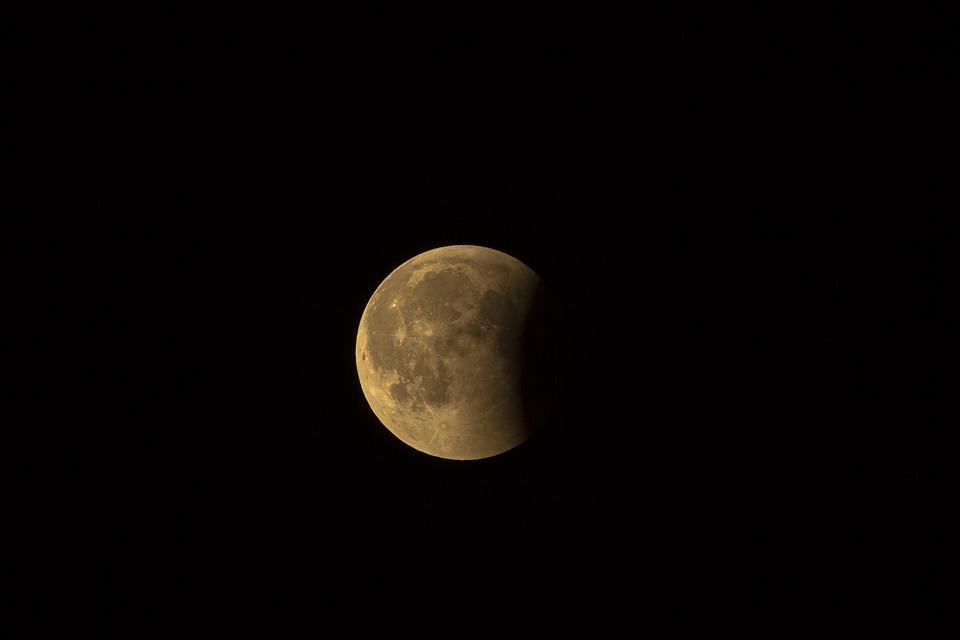 Крымчане смогут увидеть частичное лунное затмение