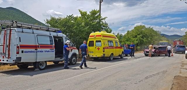В ДТП под Судаком пострадали два человека
