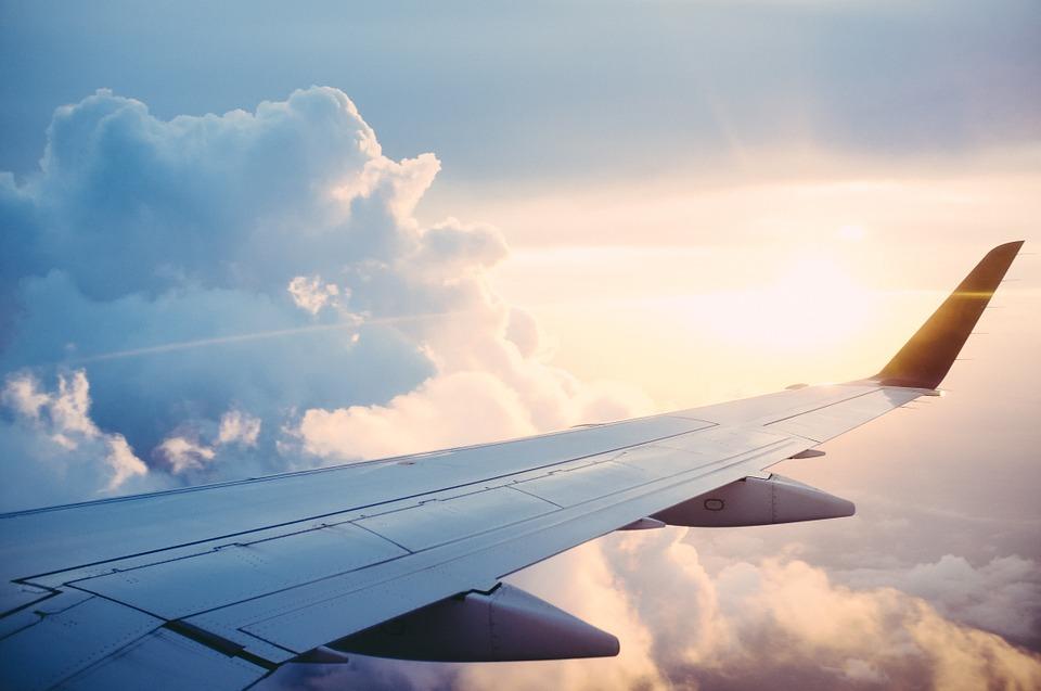 Экипаж рейса Симферополь — Петербург спас девушку во время полета