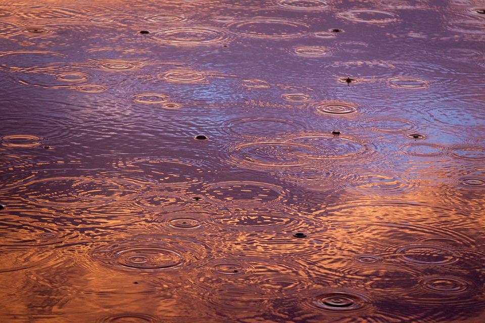 Дождь затопил дороги Симферополя — видеофакт